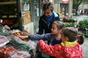 A spot of plastic-free shopping with the secondhand tales household